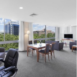 Park Regis Griffin Suites - Centrally located studios and apartments just 5 minutes' from St Kilda and Chapel Street with free internet access in the lobby, room service and laundry facilities.