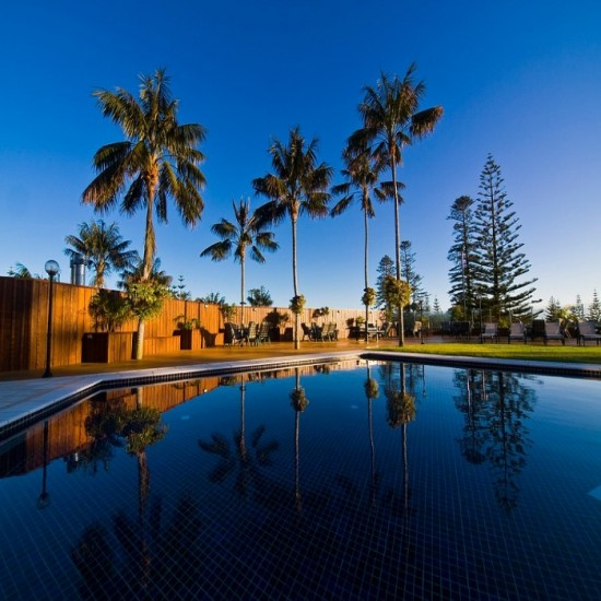 South Pacific Resort Hotel - Resort hotel set in 5 acres of parkland conveniently located in Burnt Pine and main shopping township with facilities perfect for unwinding and relaxation.
